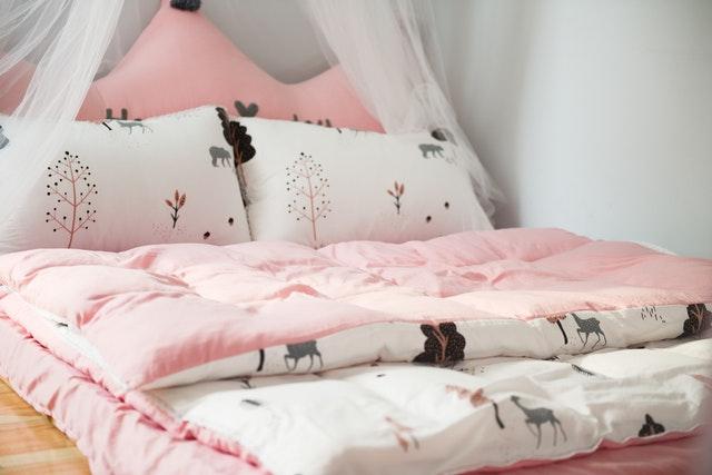 pościel, pościel do domu, pościel bawełniana, poszewki na poduszki, poduszki, kołdra, poszewki na kołdrę, pościel kolorowa, różowa pościel, wzory pościeli