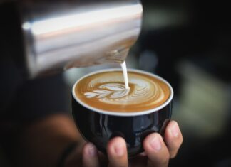 kawa z ekspresu, ekspres do kawy, ekspres ciśnieniowy, parzenie kawy, ekspres automatyczny