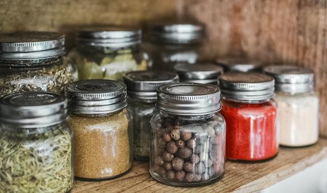Akcesoria do kuchni, kuchnia, wyposażenie kuchni, przechowywanie, organizacja kuchni, przyprawy